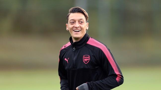 Duo Milan Coba Bersaing Mendapatkan Mesut Ozil
